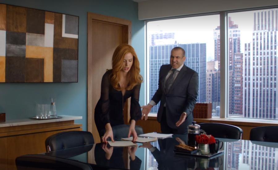 ドナが秘書になることになったルイス