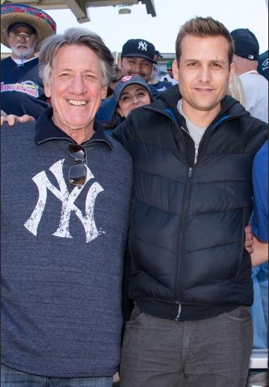ニューヨークヤンキースを応援するガブリエル・マクトの画像